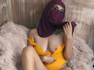 sexy veiled domme aairahmuslim