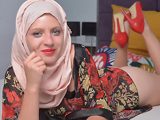 arab hottie aleenamuslim in hijab and heels
